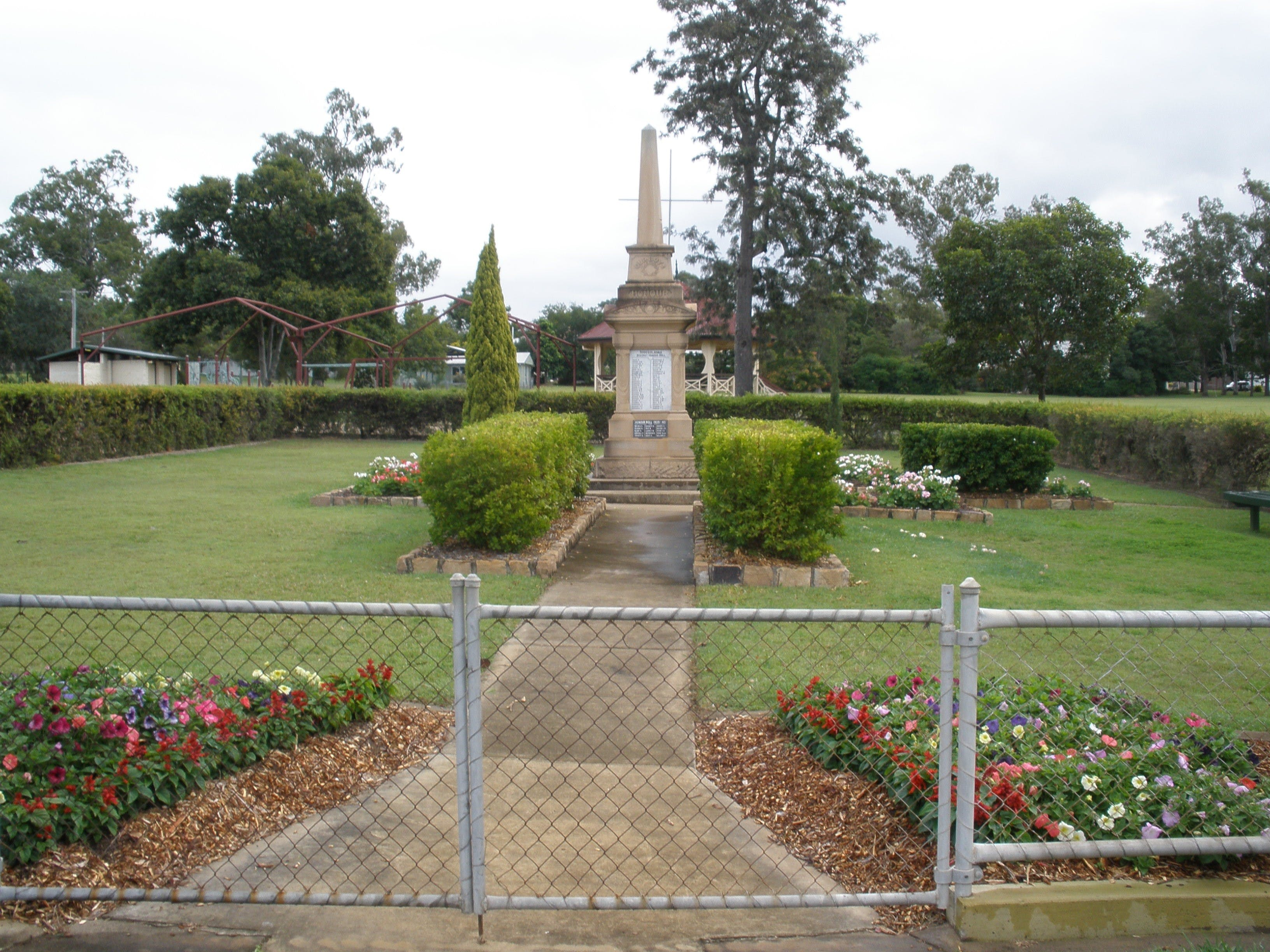 McConnell Park and Toogoolawah War Memorial - Carnarvon Accommodation