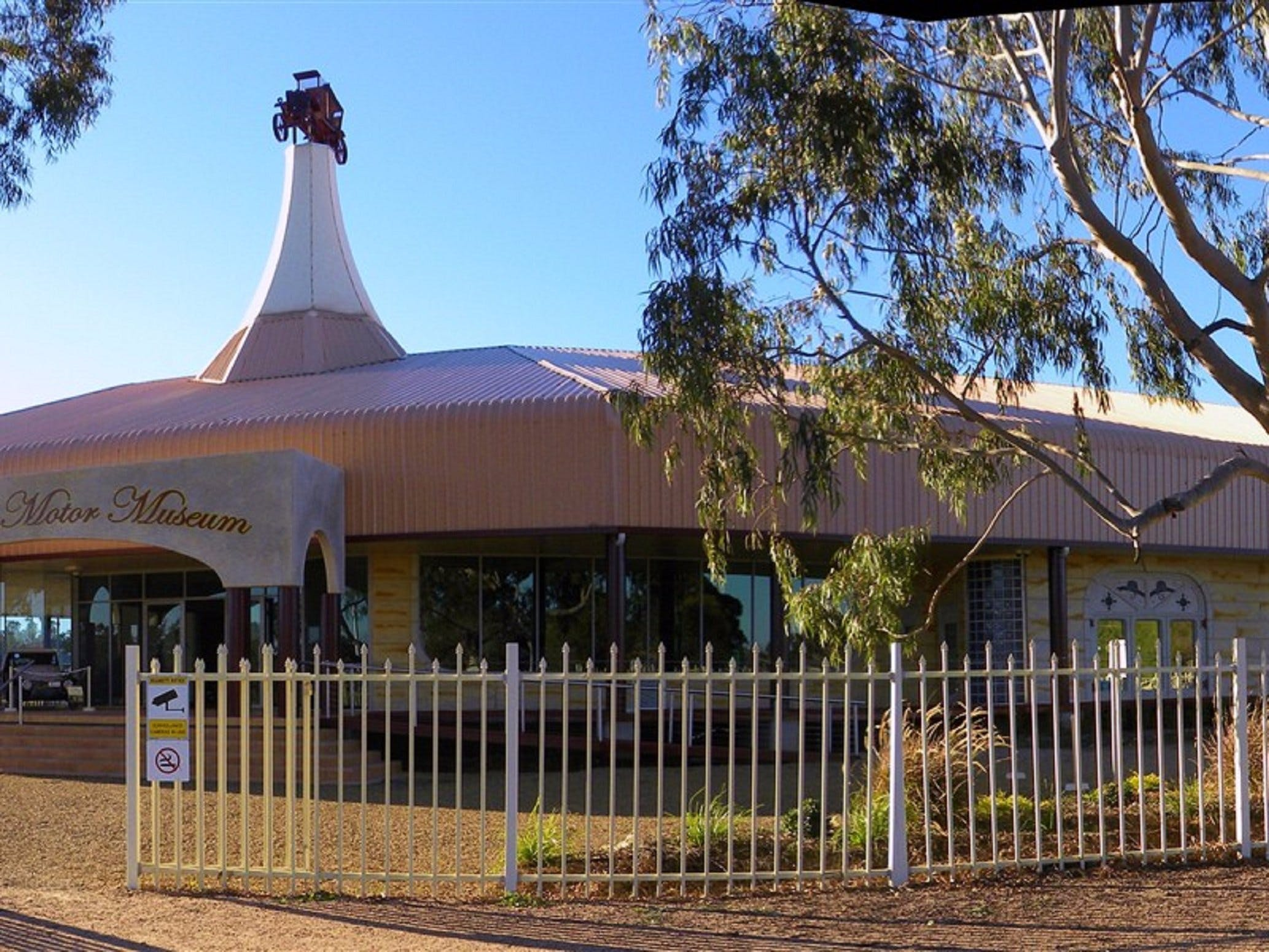McFeeters Motor Museum and Visitor Information Centre - Carnarvon Accommodation