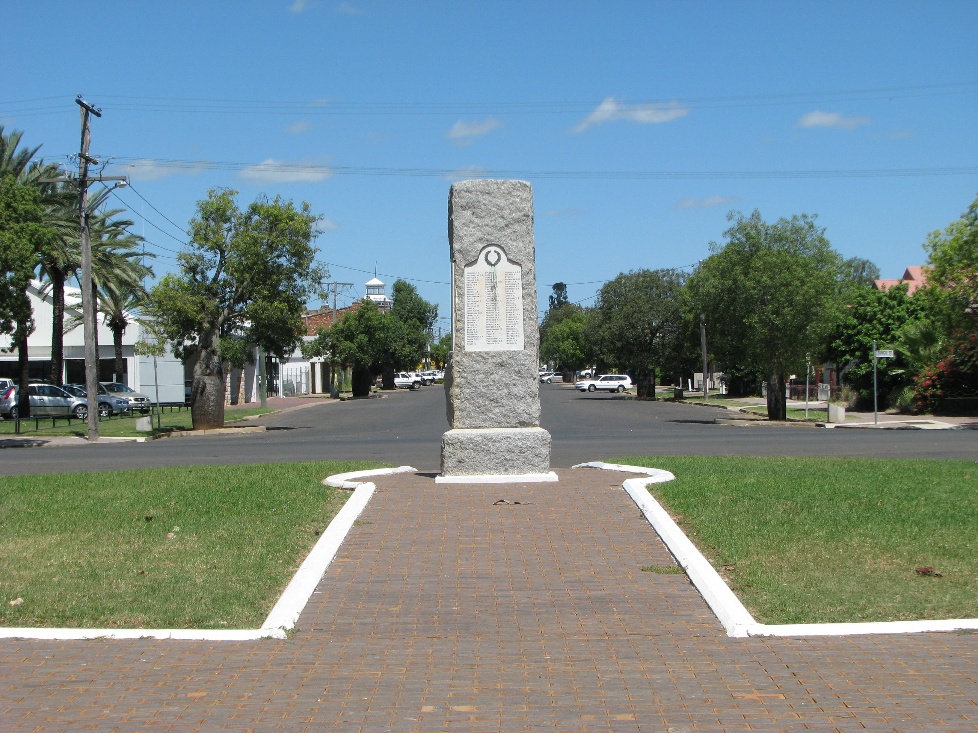 War Memorial and Heroes Avenue Roma - Carnarvon Accommodation