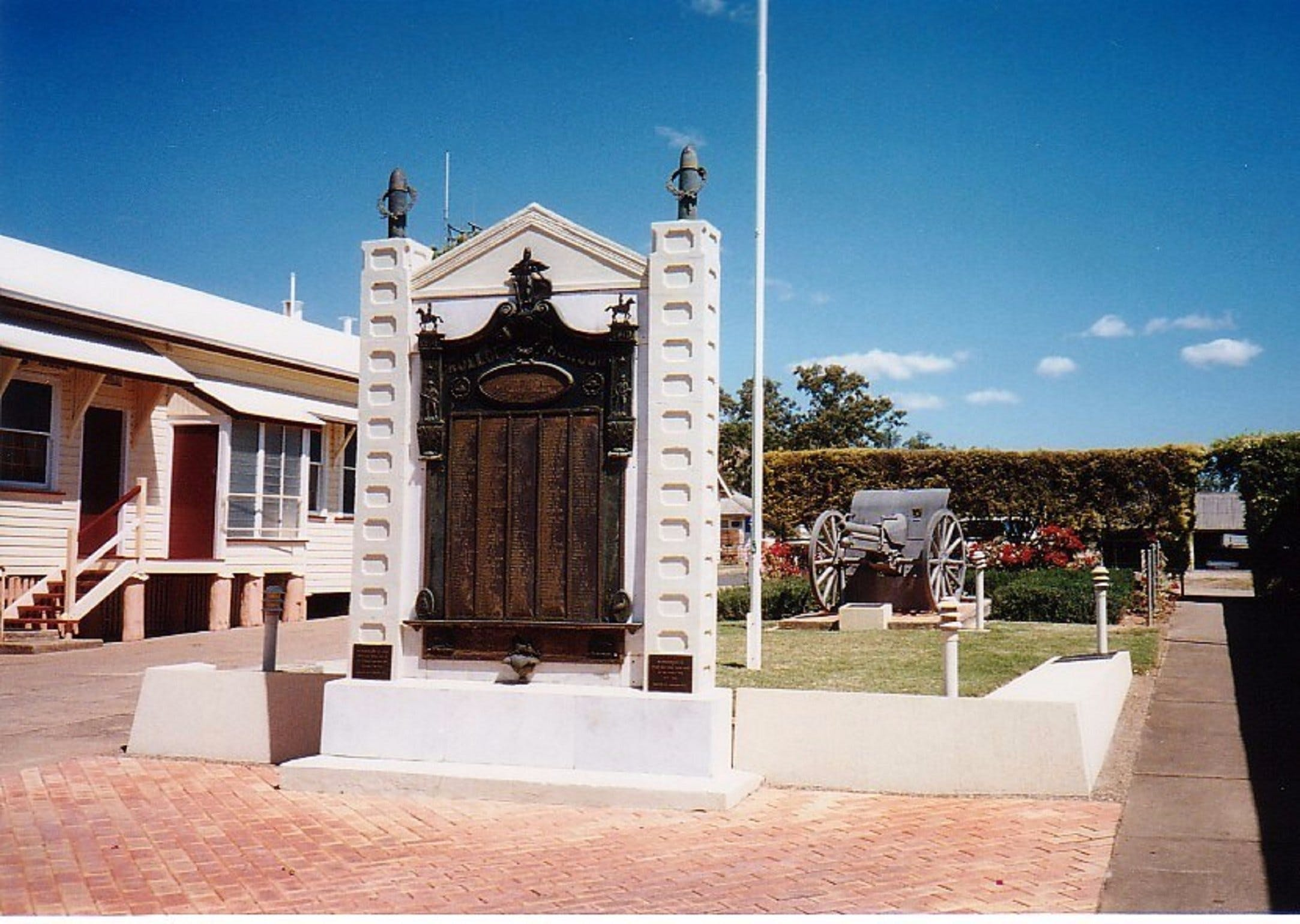 Gayndah War Memorial - Carnarvon Accommodation