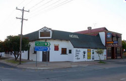 Black Lion Inn Hotel - Carnarvon Accommodation