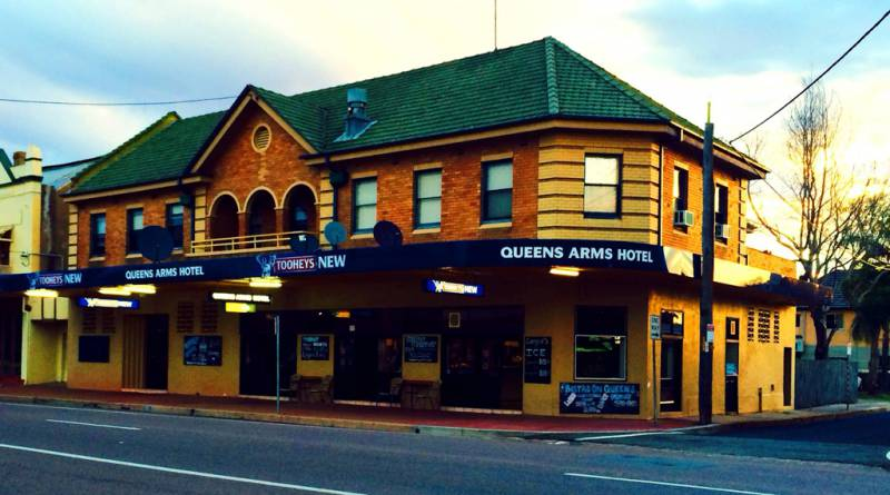 Queens Arms Hotel - Carnarvon Accommodation