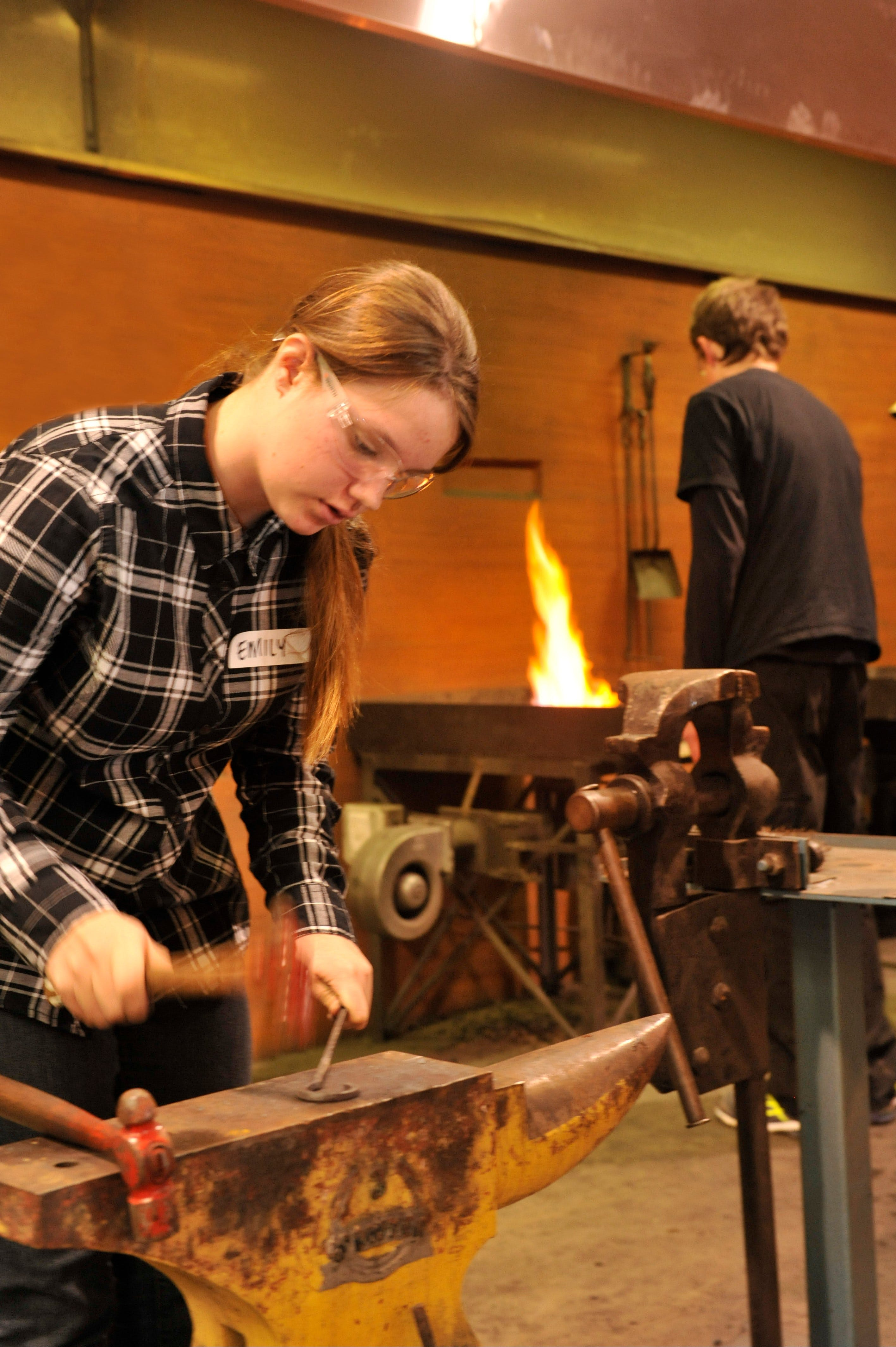 Blacksmithing Teen Workshop - Carnarvon Accommodation