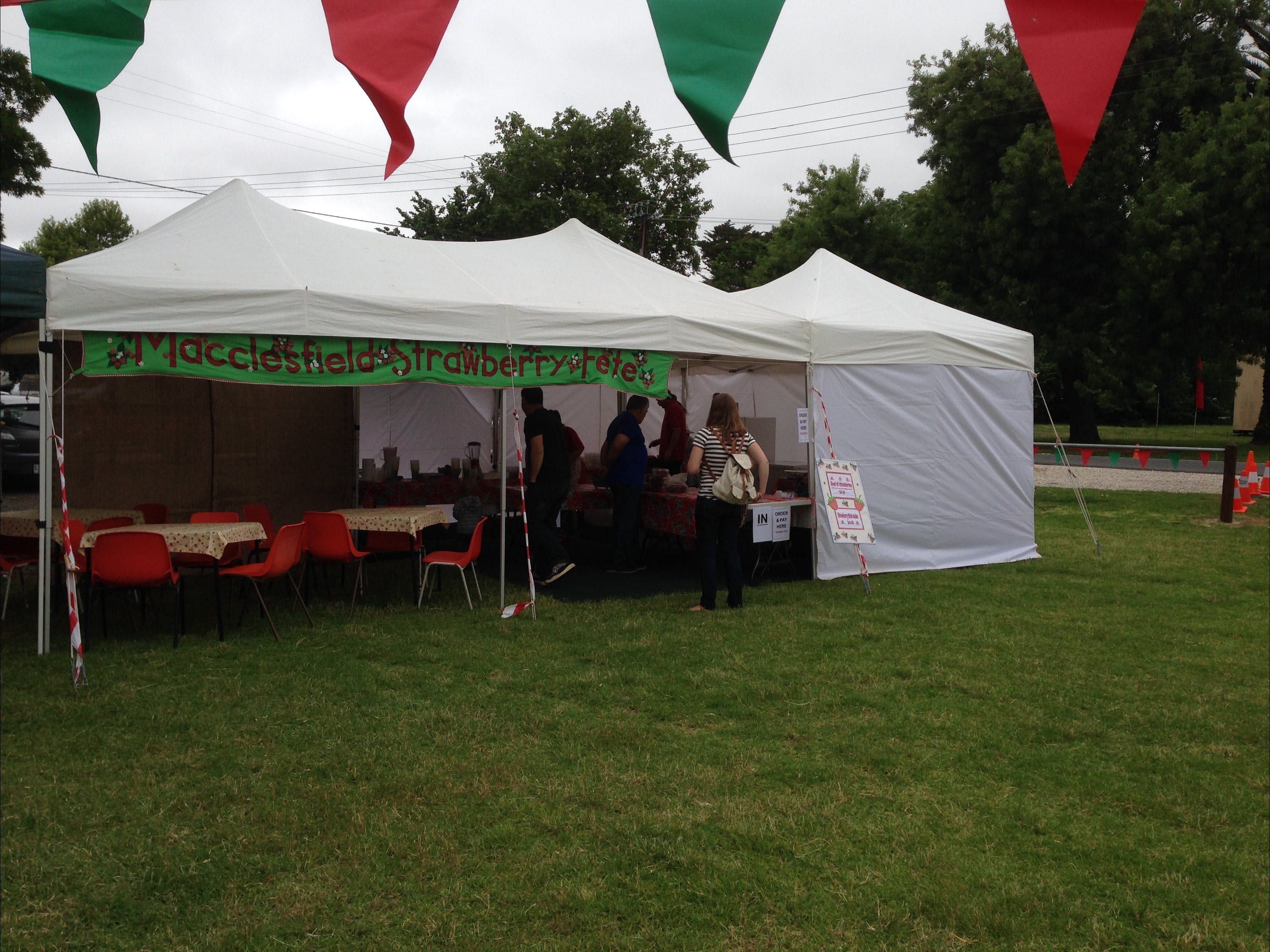 Macclesfield Strawberry Fete - Carnarvon Accommodation