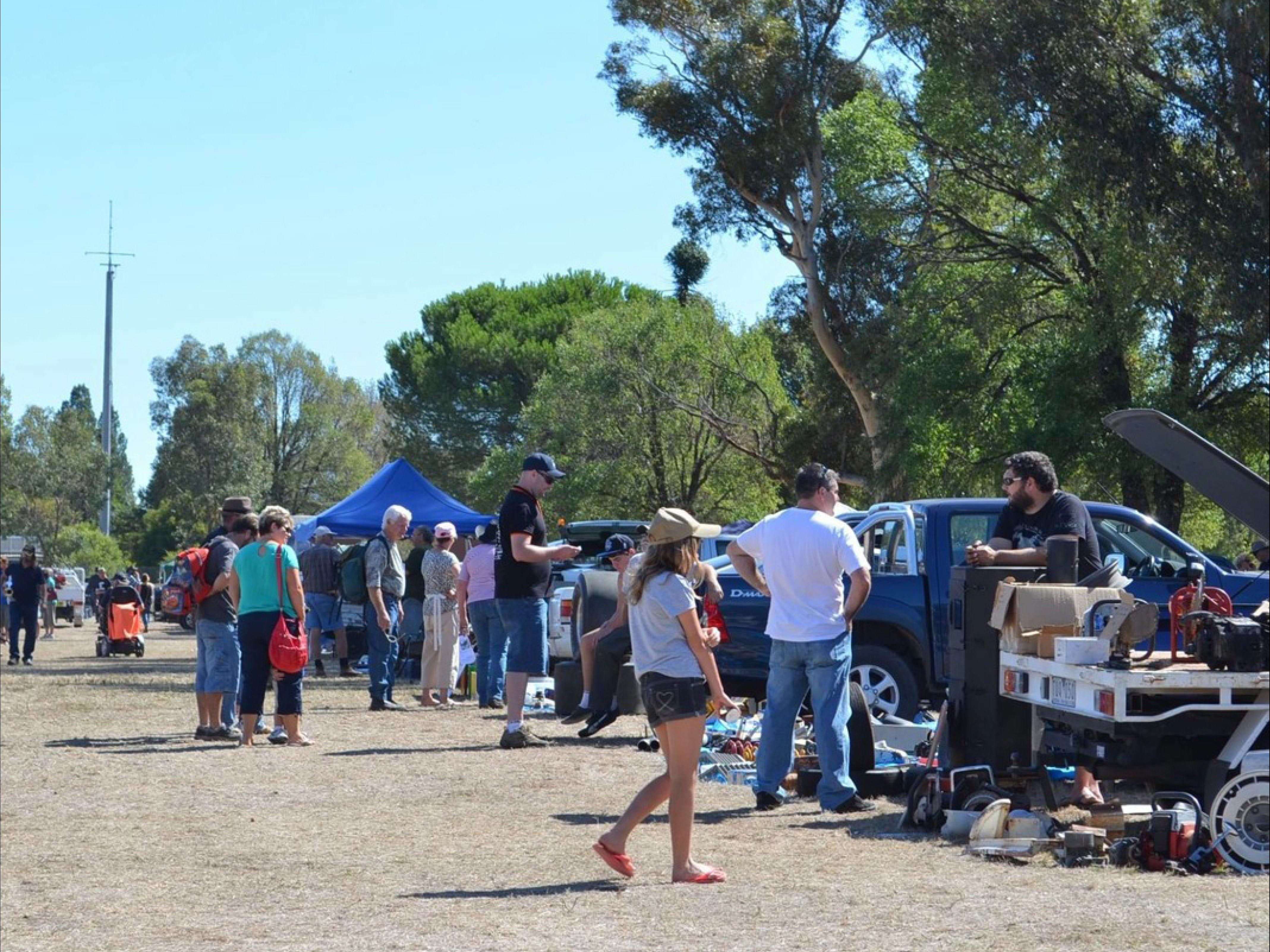Jindera Community Garage Sale - Carnarvon Accommodation