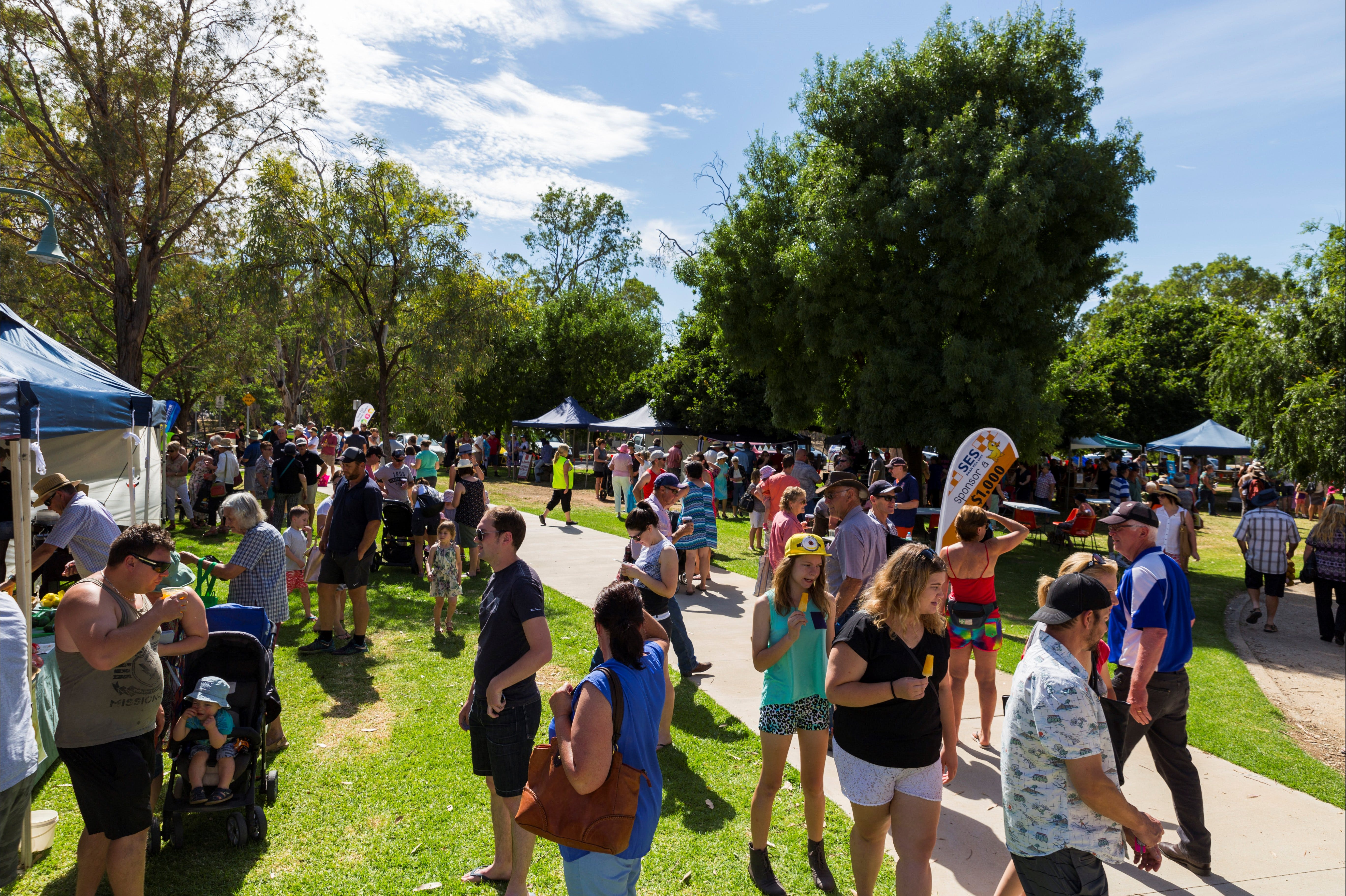 Swan Hill Farmers Market - Carnarvon Accommodation