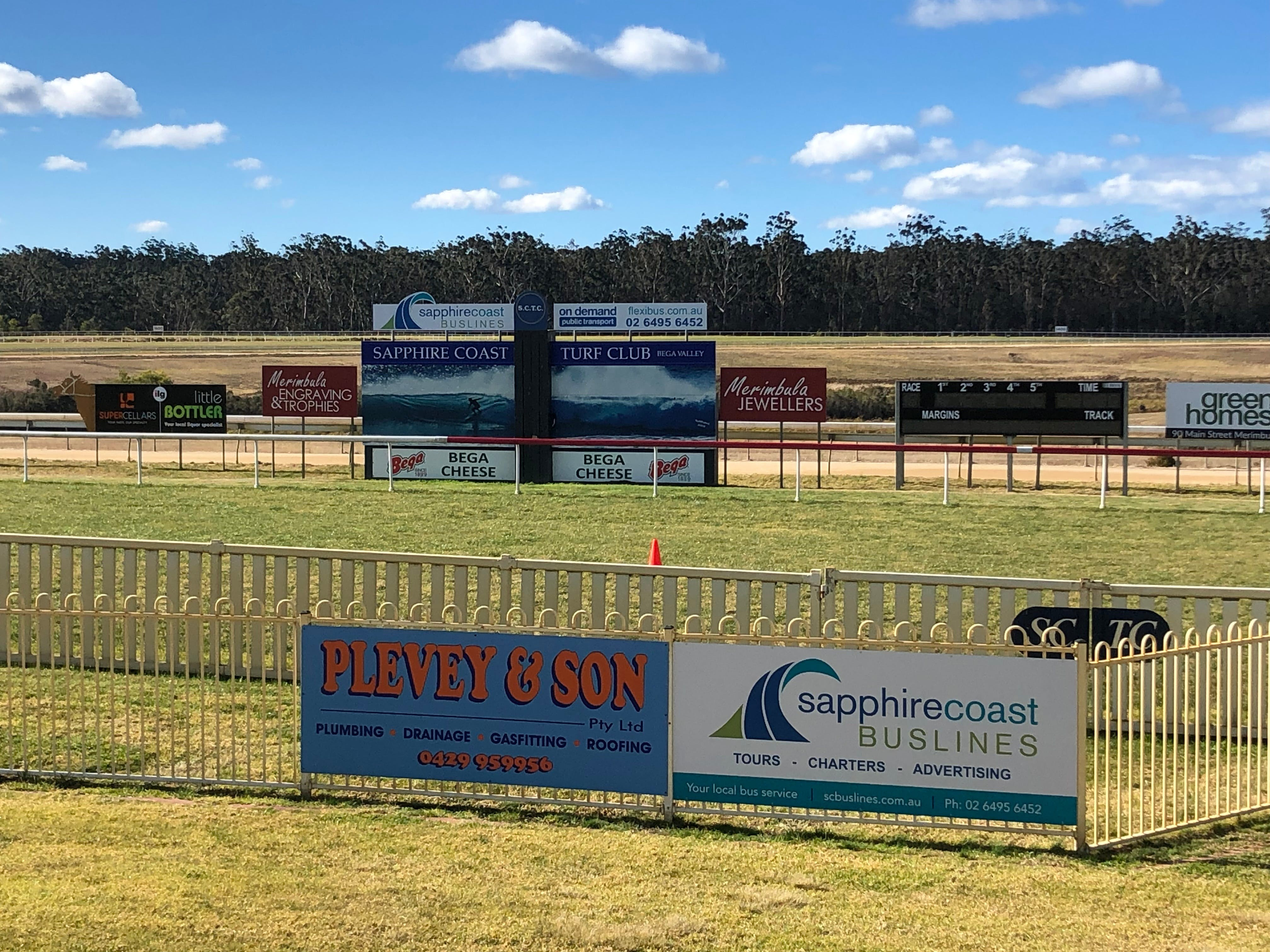 Tathra Cup Hawaiian Themed Fashions on the Field - Carnarvon Accommodation