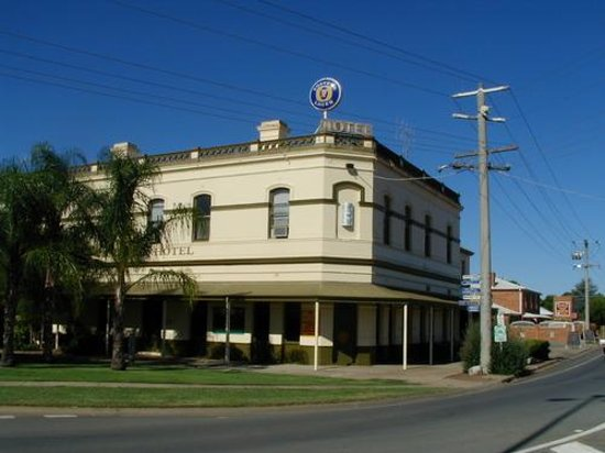 Bottom Pub - Carnarvon Accommodation