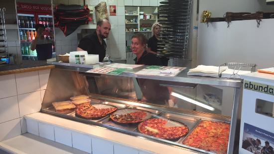 Rocky's Pizza - Carnarvon Accommodation