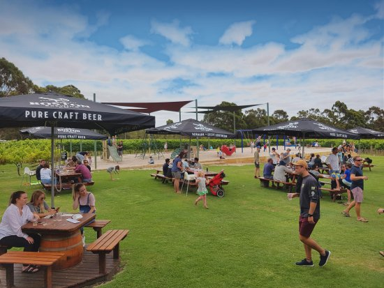 Boston Brewing Co.  Willoughby Park Winery - Carnarvon Accommodation