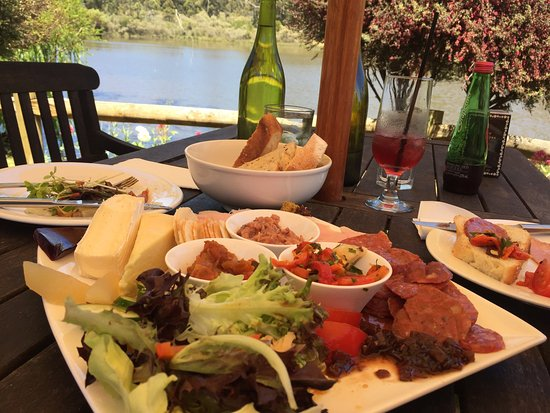 The Lake House Restaurant - Carnarvon Accommodation