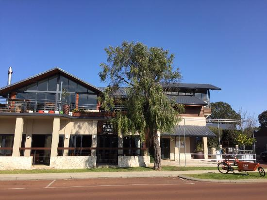 The Pour House Bar and Kitchen - Carnarvon Accommodation