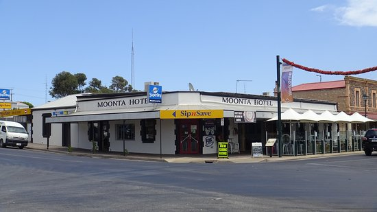 Moonta hotel - Carnarvon Accommodation