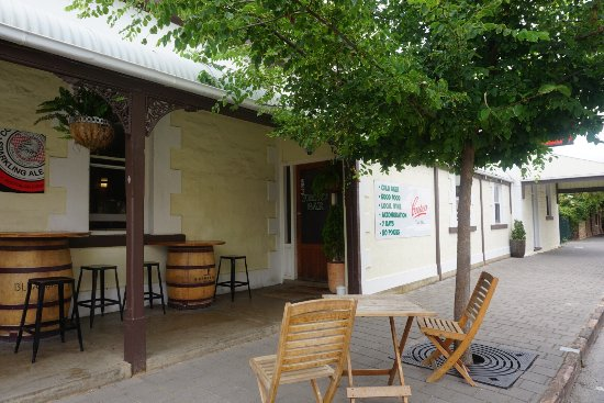 Robin Hood Hotel - Carnarvon Accommodation