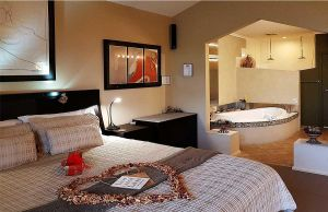 Romantic Getaways at Riverview Rise Retreats - Carnarvon Accommodation