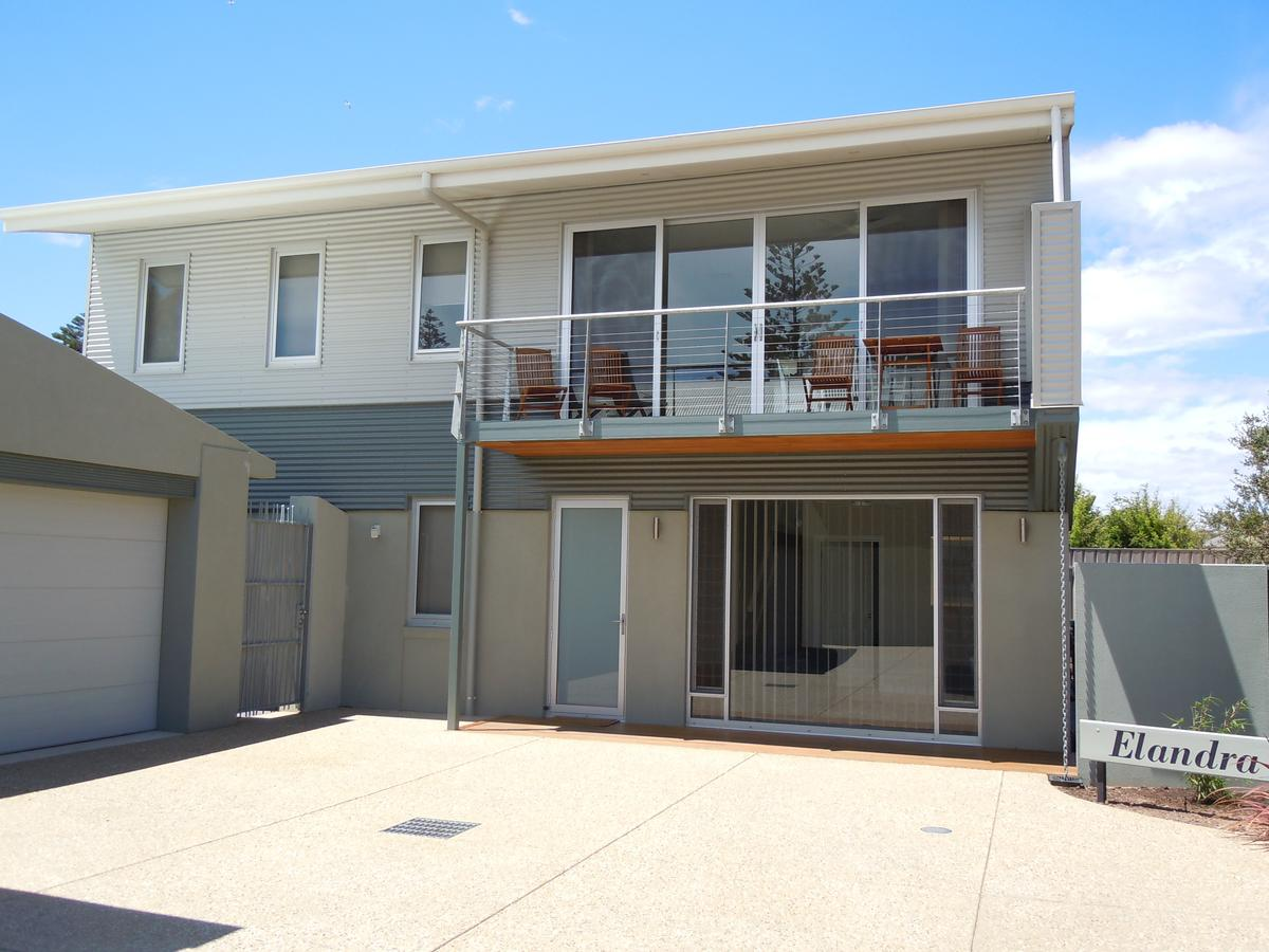 Elandra Holiday Home - Carnarvon Accommodation