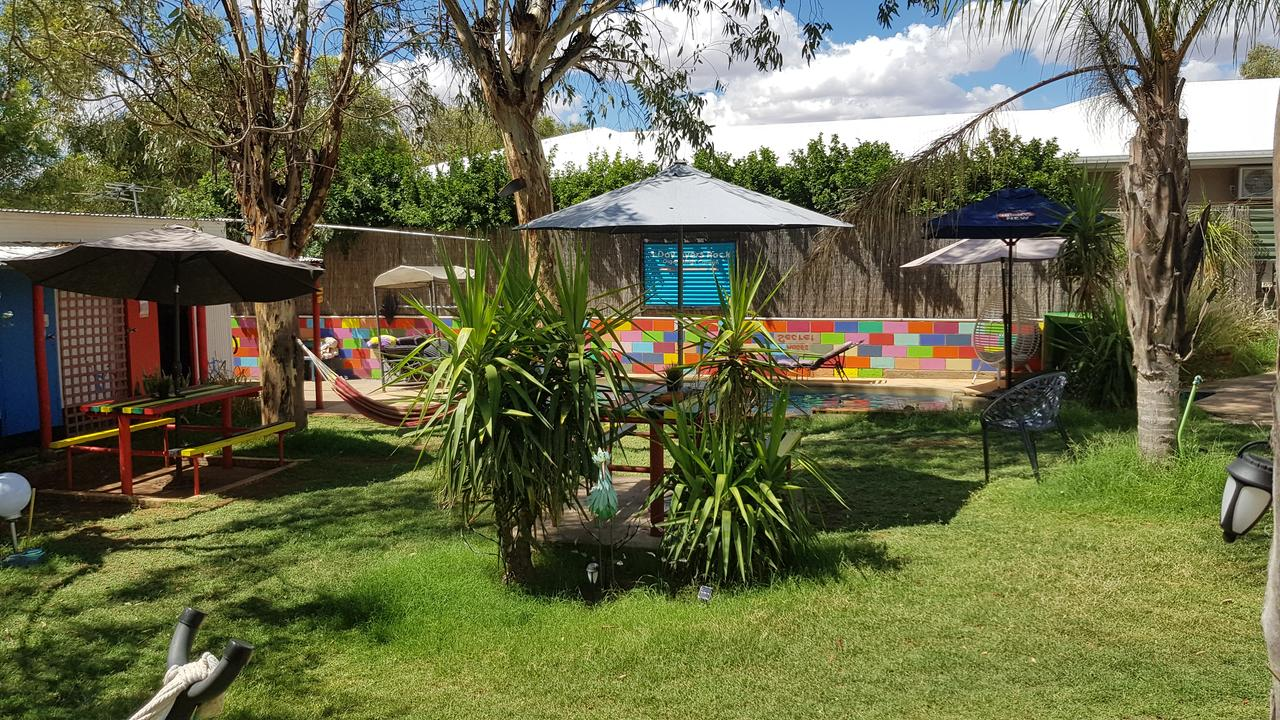 Alice's Secret Travellers Inn - Carnarvon Accommodation
