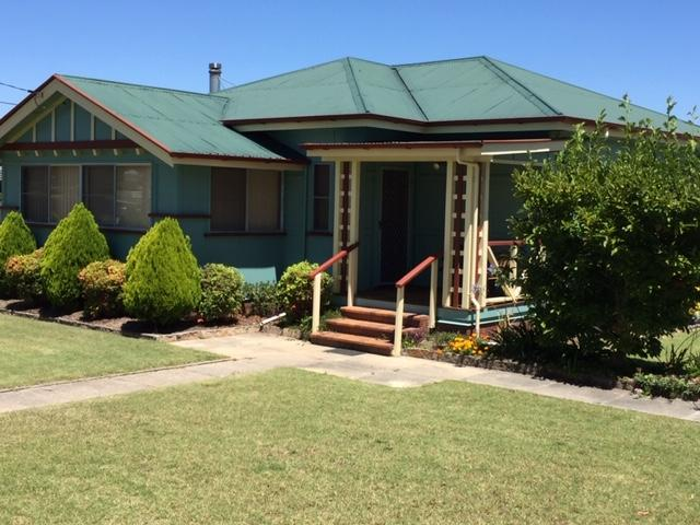 FROGGIES HOLIDAY HOUSE - Carnarvon Accommodation