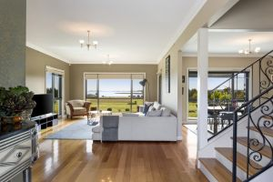 LUXURY WATERFRONT FAMILY HOME-TASMANIA I-L'Abode - Carnarvon Accommodation
