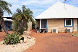 Osprey Holiday Village Unit 213/1 Bedroom - Spa bath king size bed perfect for any couple - Carnarvon Accommodation