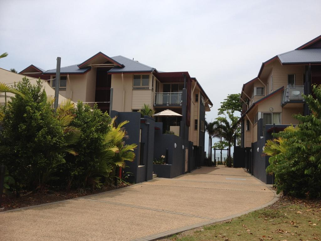 Beach House Apartment 1 - Carnarvon Accommodation